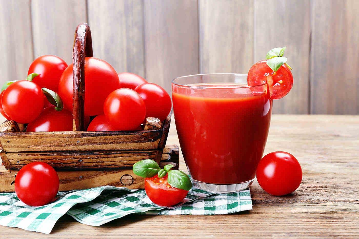 Suc de roșii: cum îl poți prepara acasă și de ce să-l consumi?