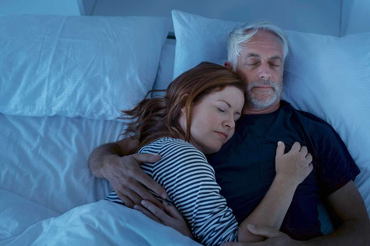 Femeile, mai rezistente la privarea de somn decât bărbații [studiu]