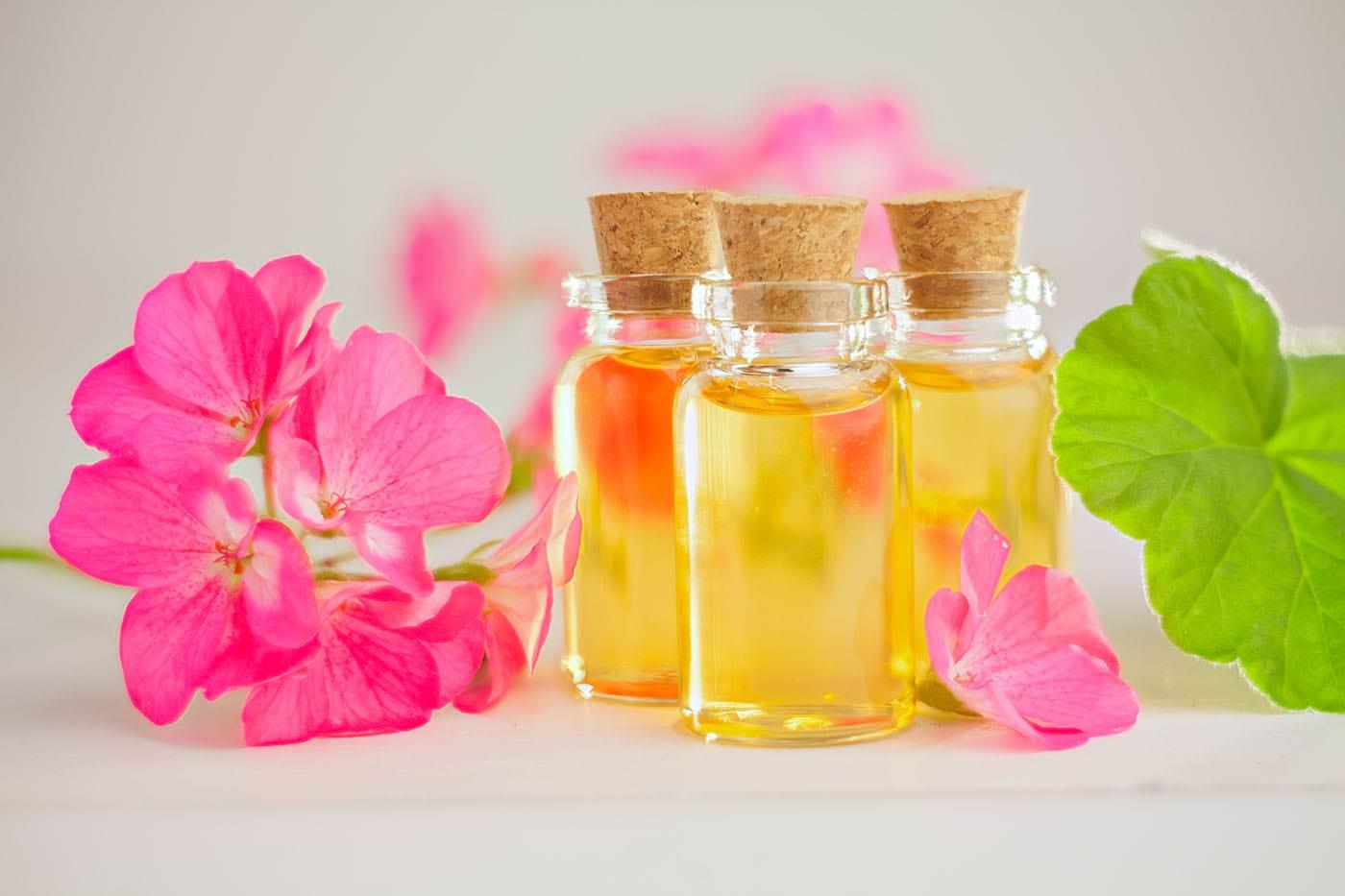 Uleiul de mușcată (Geranium) poate combate stresul și problemele pielii