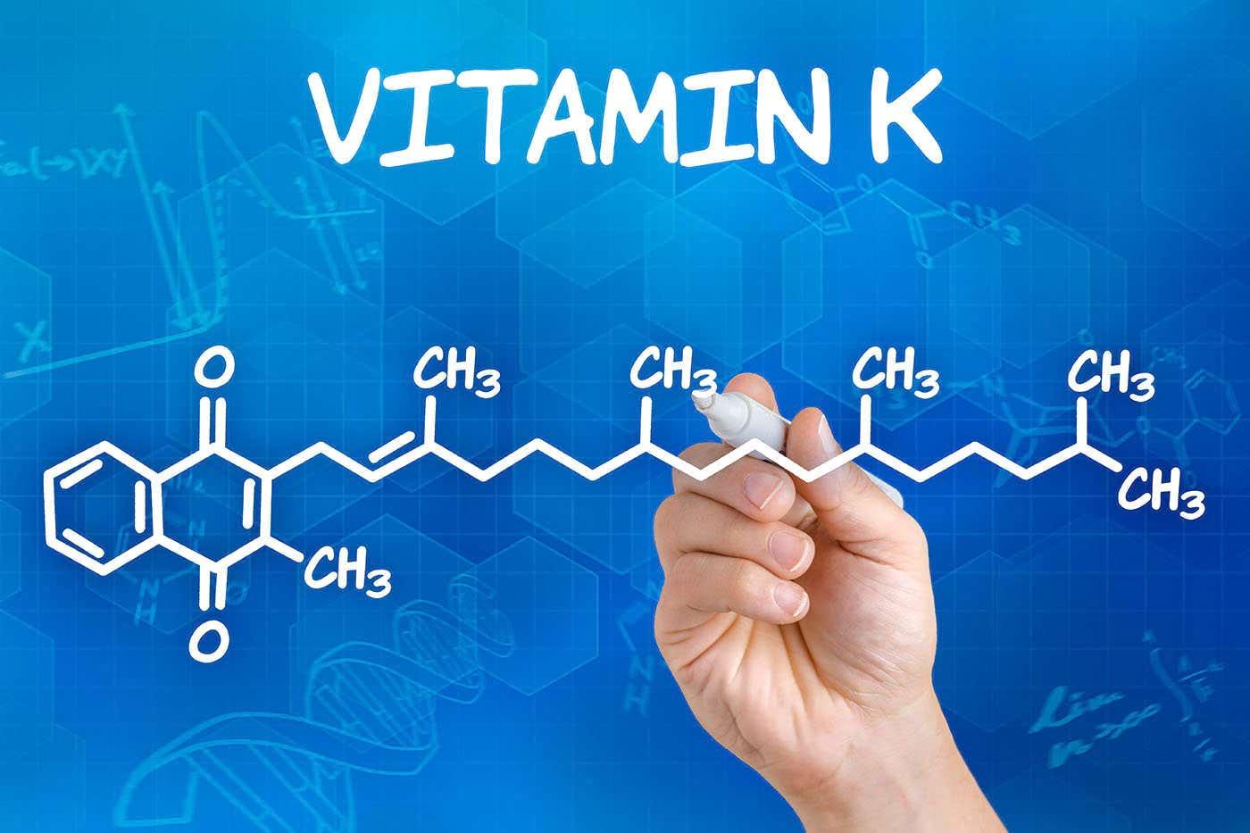 Vitamina K2, utilă în tratamentul osteoporozei? [studiu]