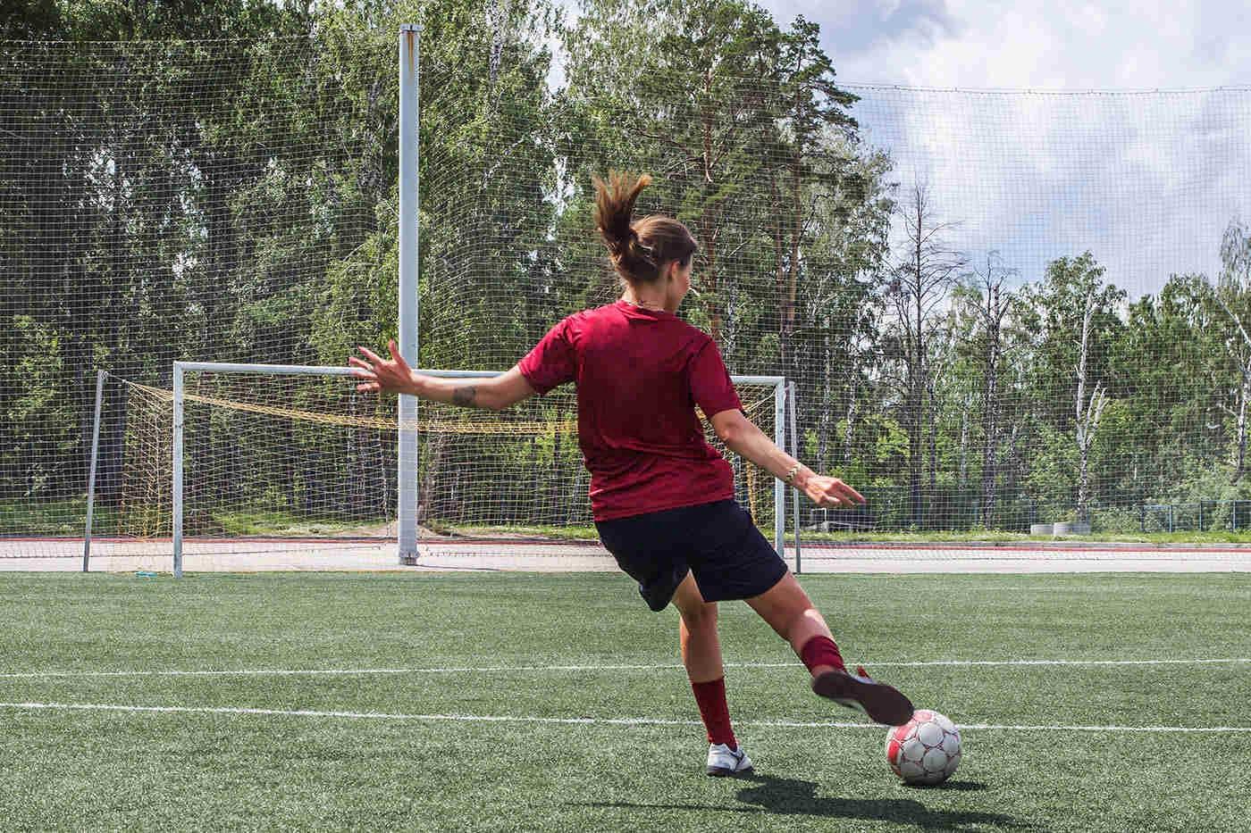 Fotbalul și handbalul pot prelungi durata de viață a femeilor