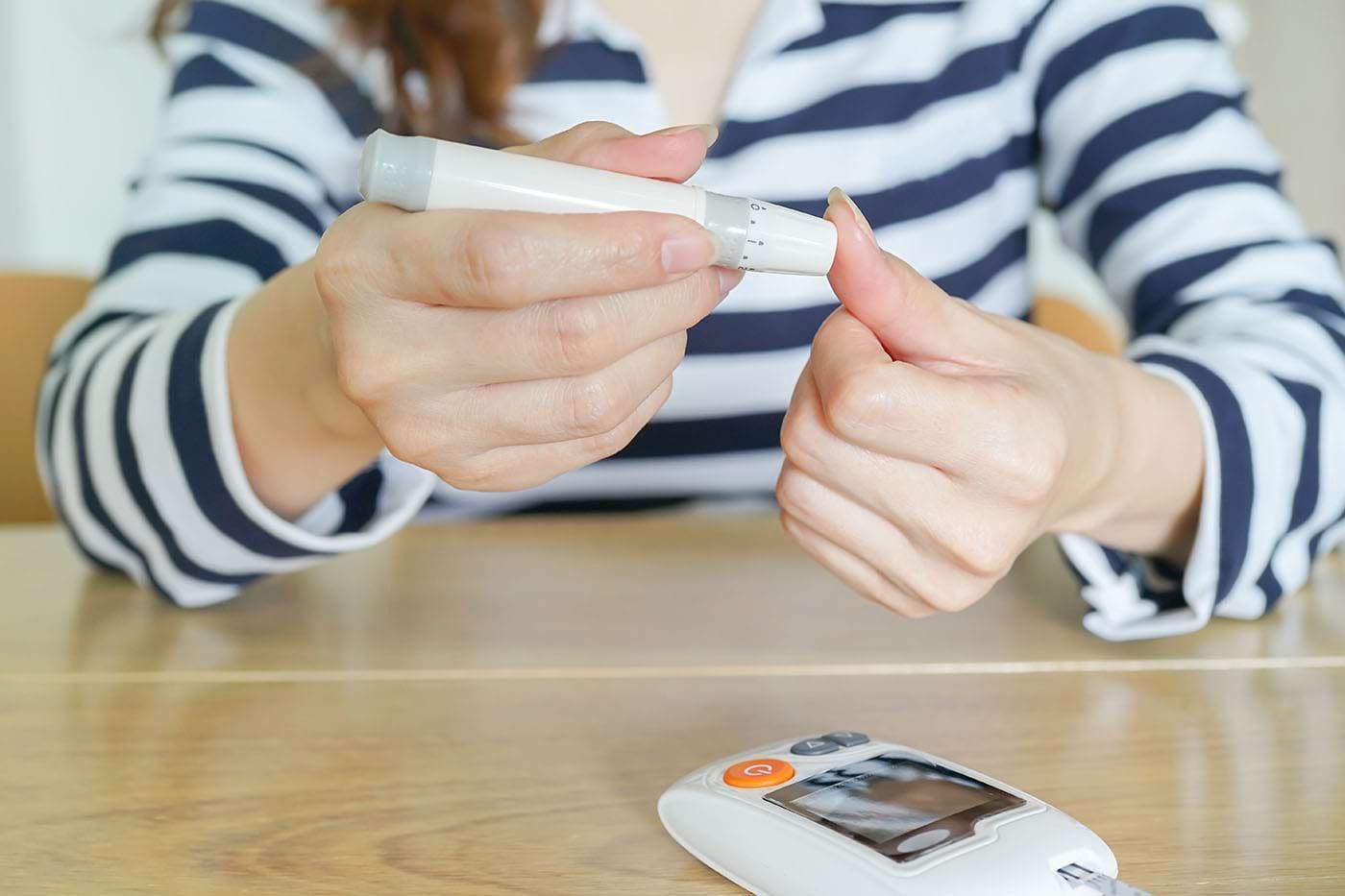 Cum sunt afectați pacienții cu diabet de tip 1 de extremele glicemice?