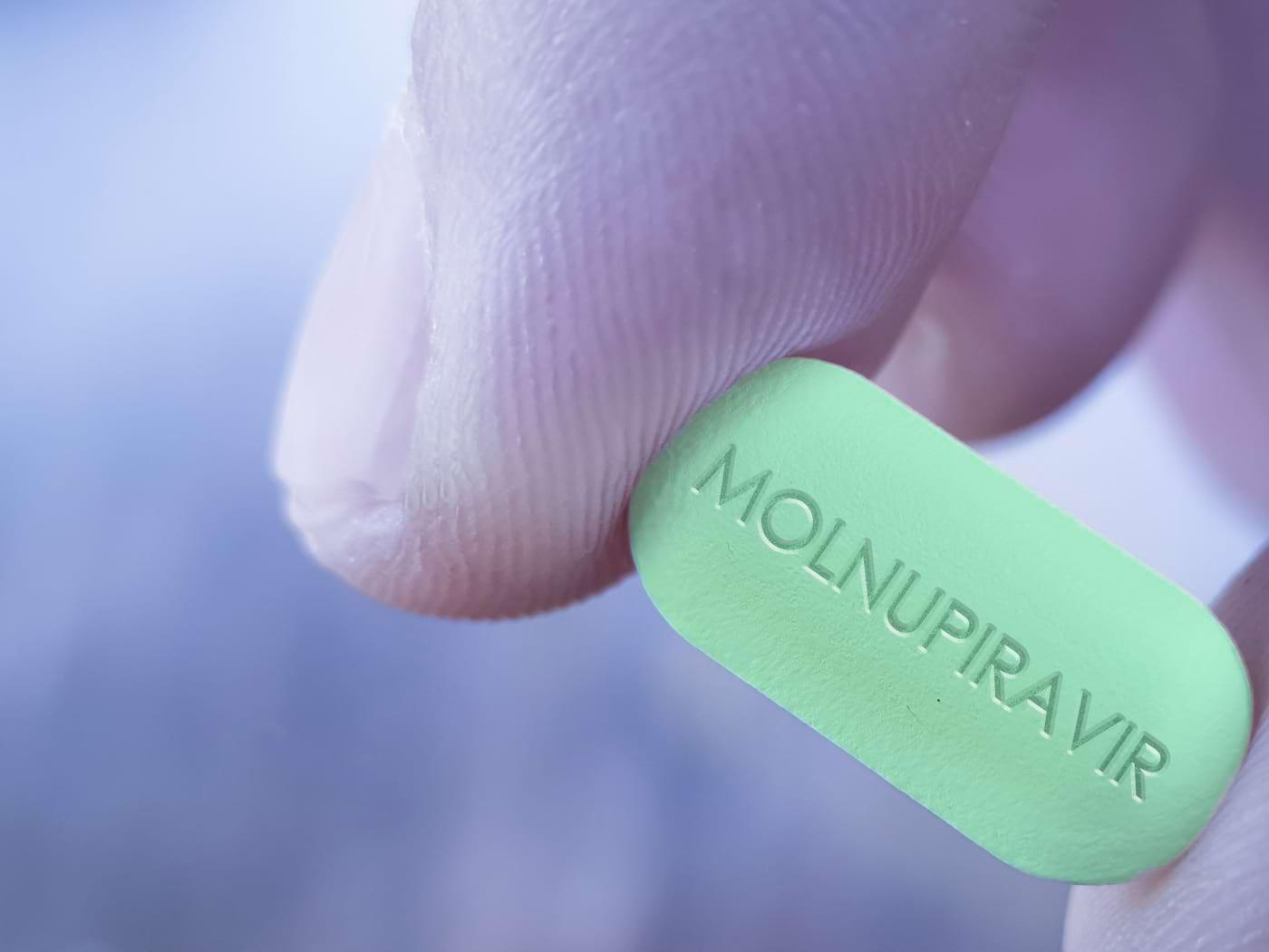 Molnupiravir, un potențial tratament oral pentru pacienții cu forme ușoare și moderate de COVID-19