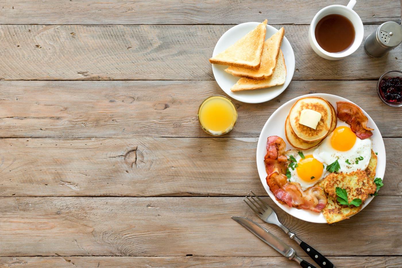 Proteinele consumate dimineața susțin o mai bună creștere musculară (studiu)