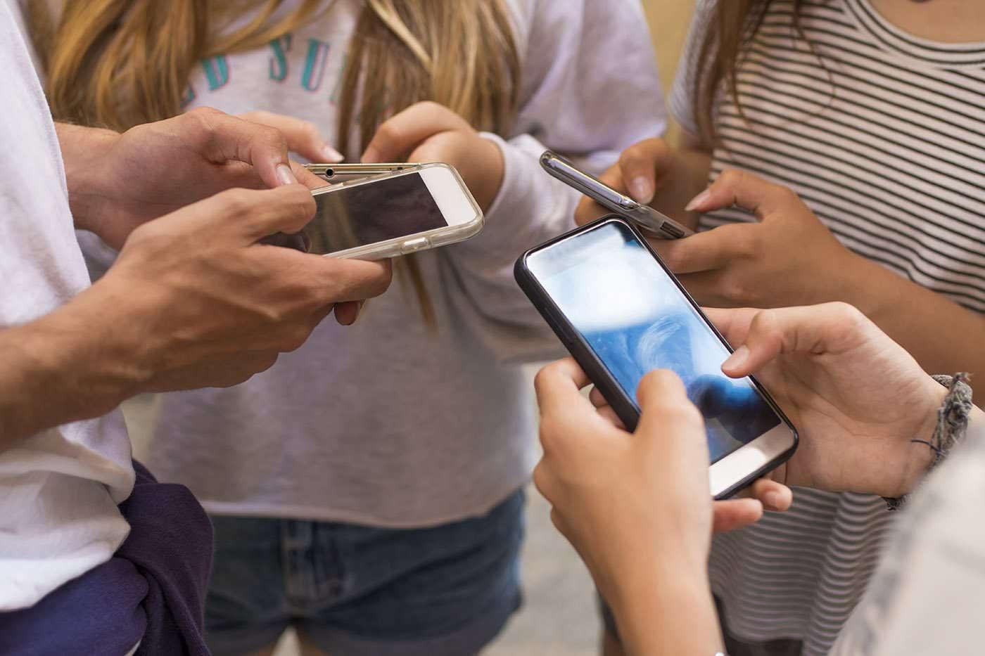 Somnul, rețelele de socializare și sănătatea mentală a adolescenților: cum sunt conectate?