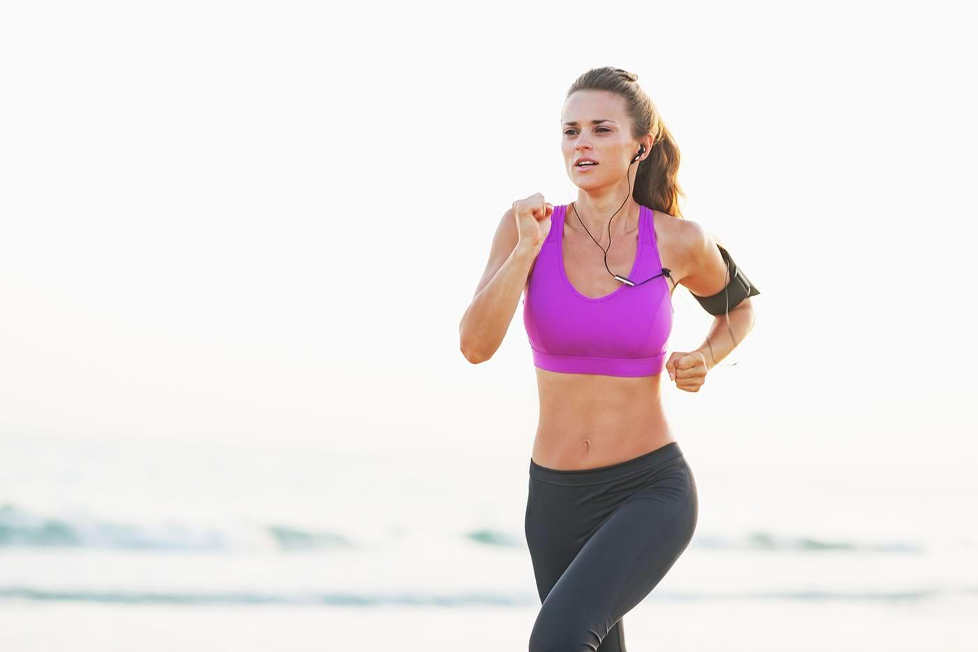Muzica în căști pentru alergare te ajută să fii mai motivat