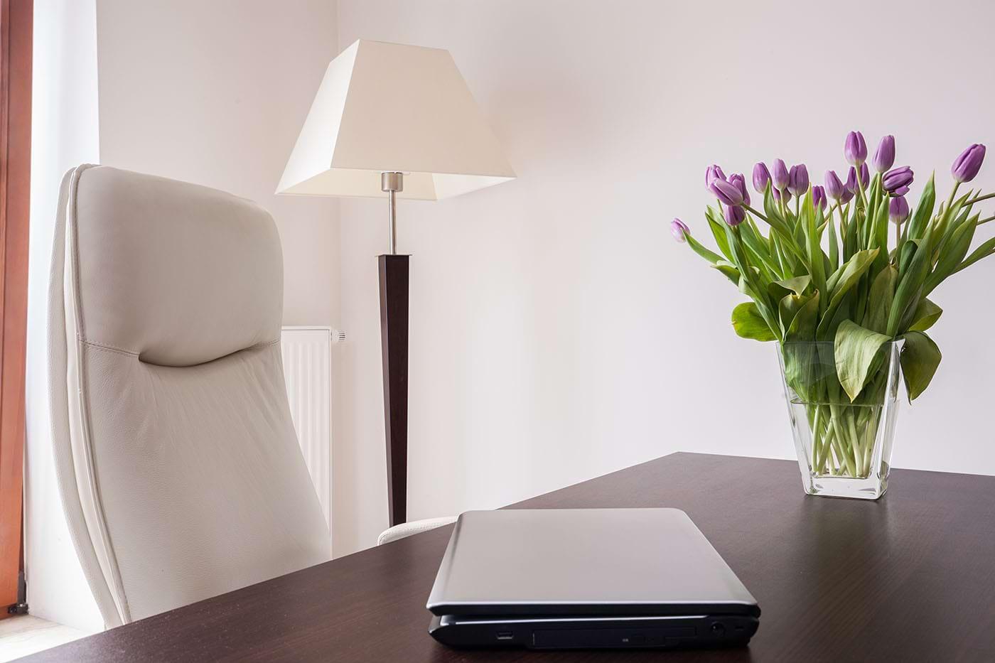 O vază cu flori în casă îți poate îmbunătăți starea de spirit și somnul