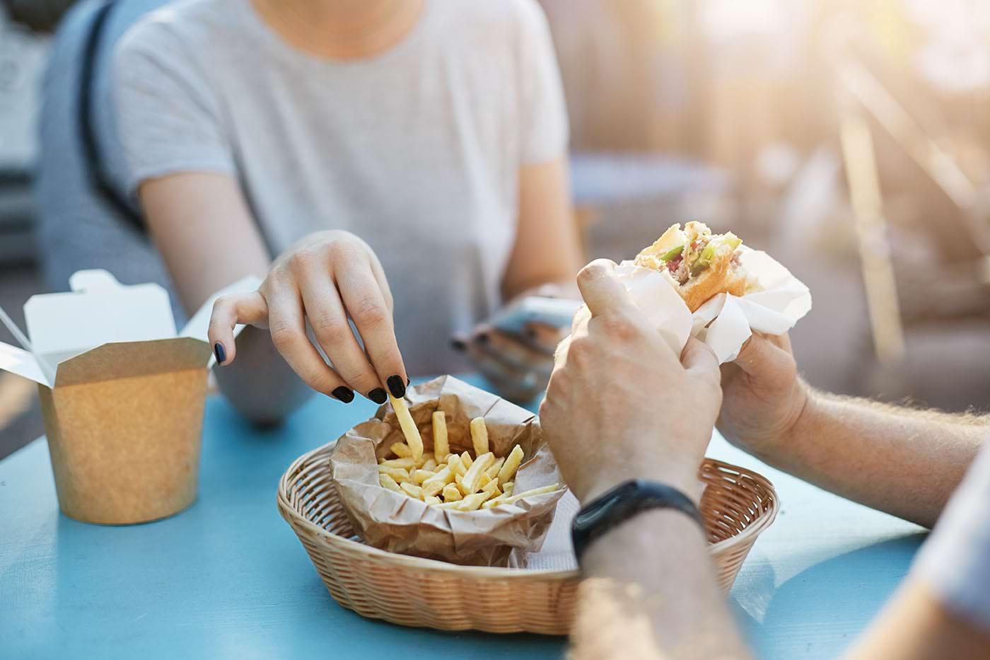 Multe boli cronice, conectate cu consumul de alimente inflamatorii