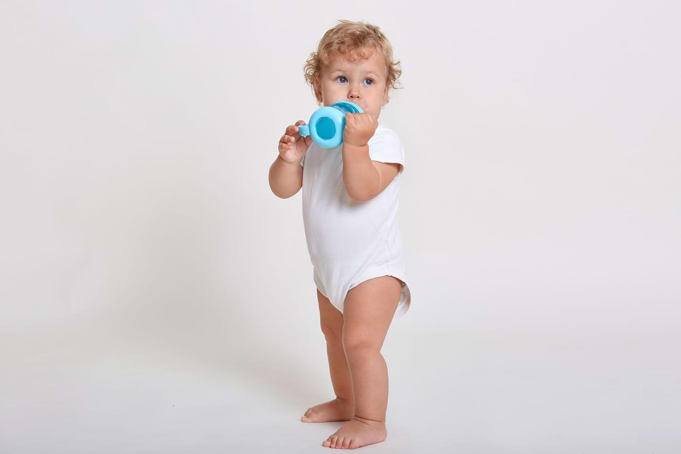 Câtă apă ar trebui să bea copilașul tău?
