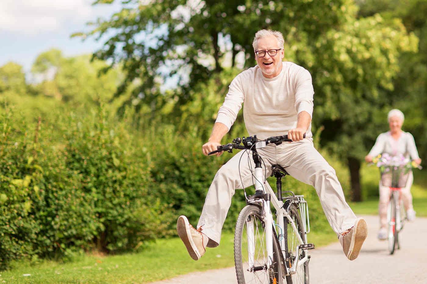Adulții și vârstnicii care se simt încă tineri au o sănătate mai bună