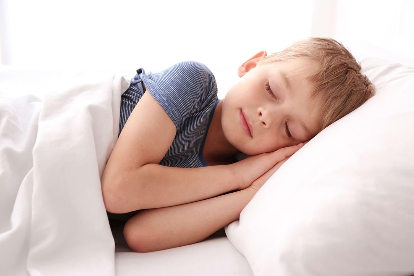 Somnul suficient și exercițiul fizic, esențiale pentru sănătatea copiilor