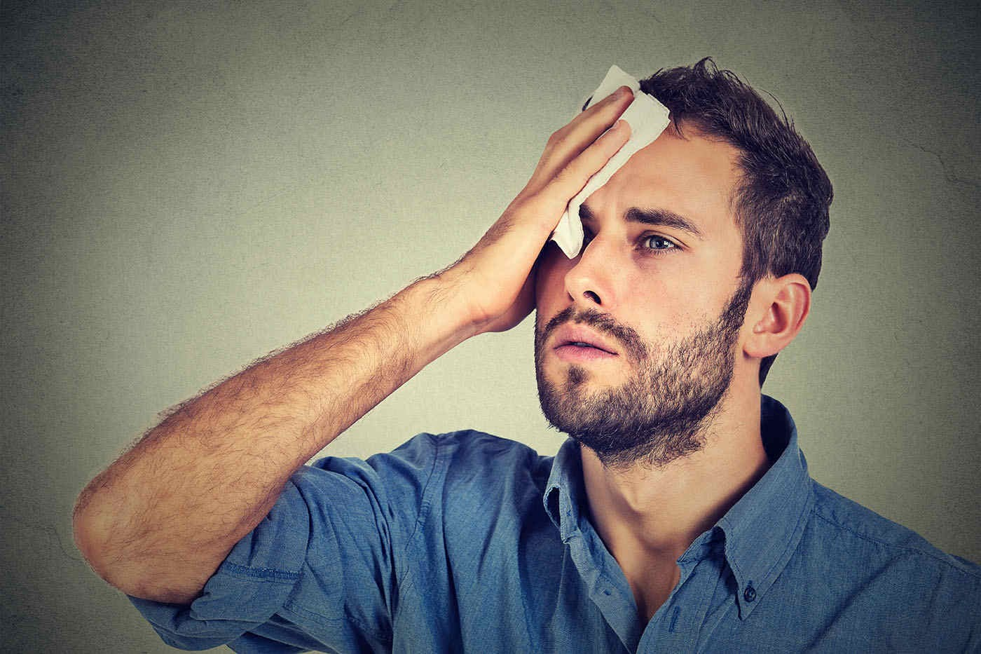 Transpirația excesivă a feței și a capului: de ce apare și cum se tratează?