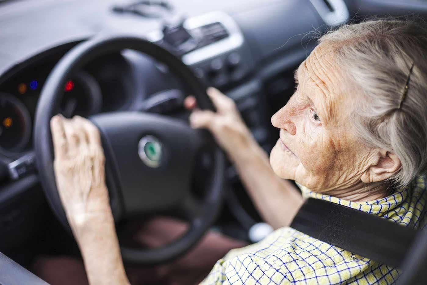 Boala Alzheimer ar putea fi detectată în felul de a șofa [studiu]