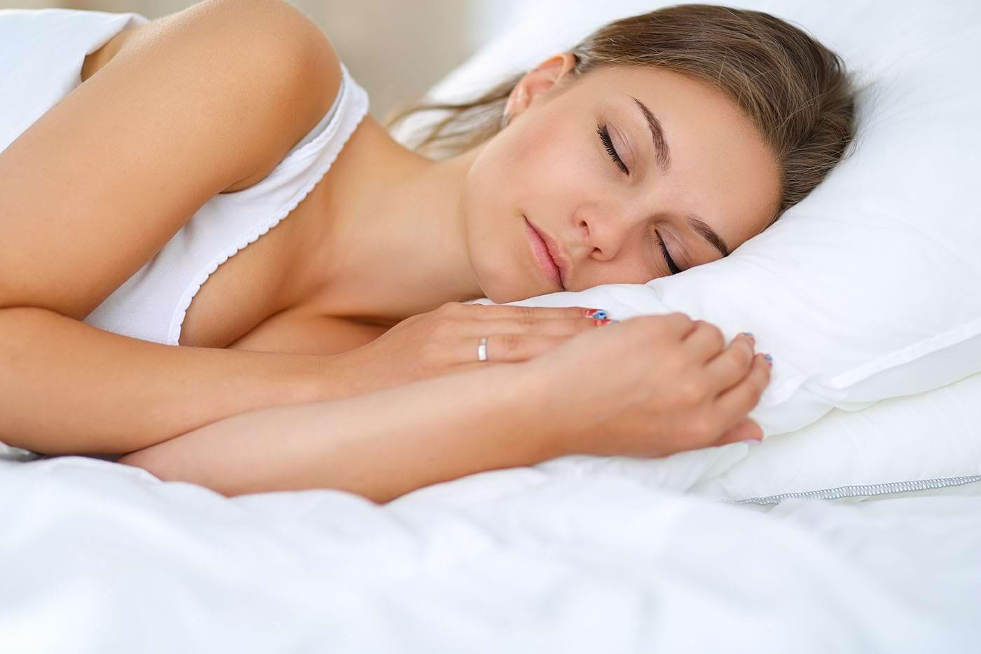 Cum să adormi mai repede: trucuri și recomandări pentru insomnii