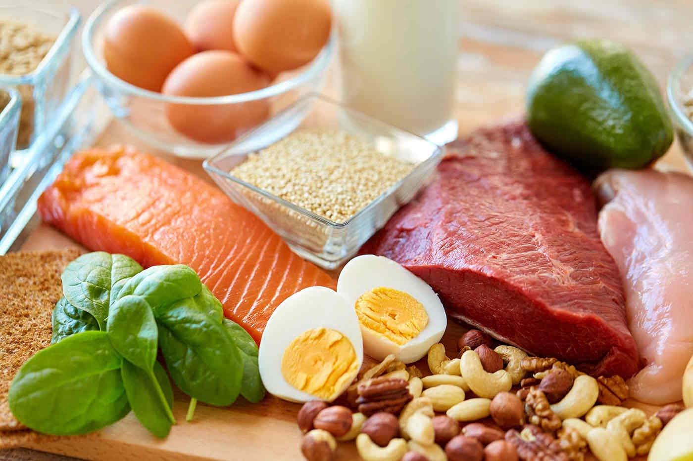 Excesul de proteine nu crește forța musculară [studiu]