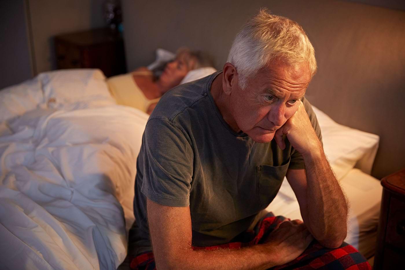 Persoanele cu insomnii, risc mai mare de COVID-19 în formă gravă [studiu]