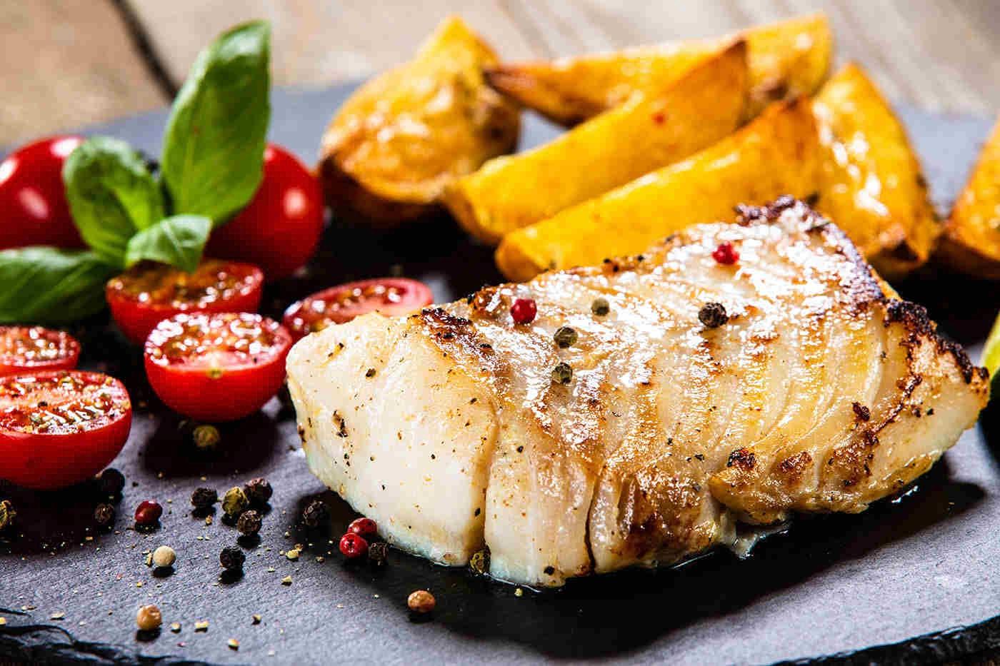 Consumul de pește, benefic pentru persoanele cu boli cardiovasculare [studiu]