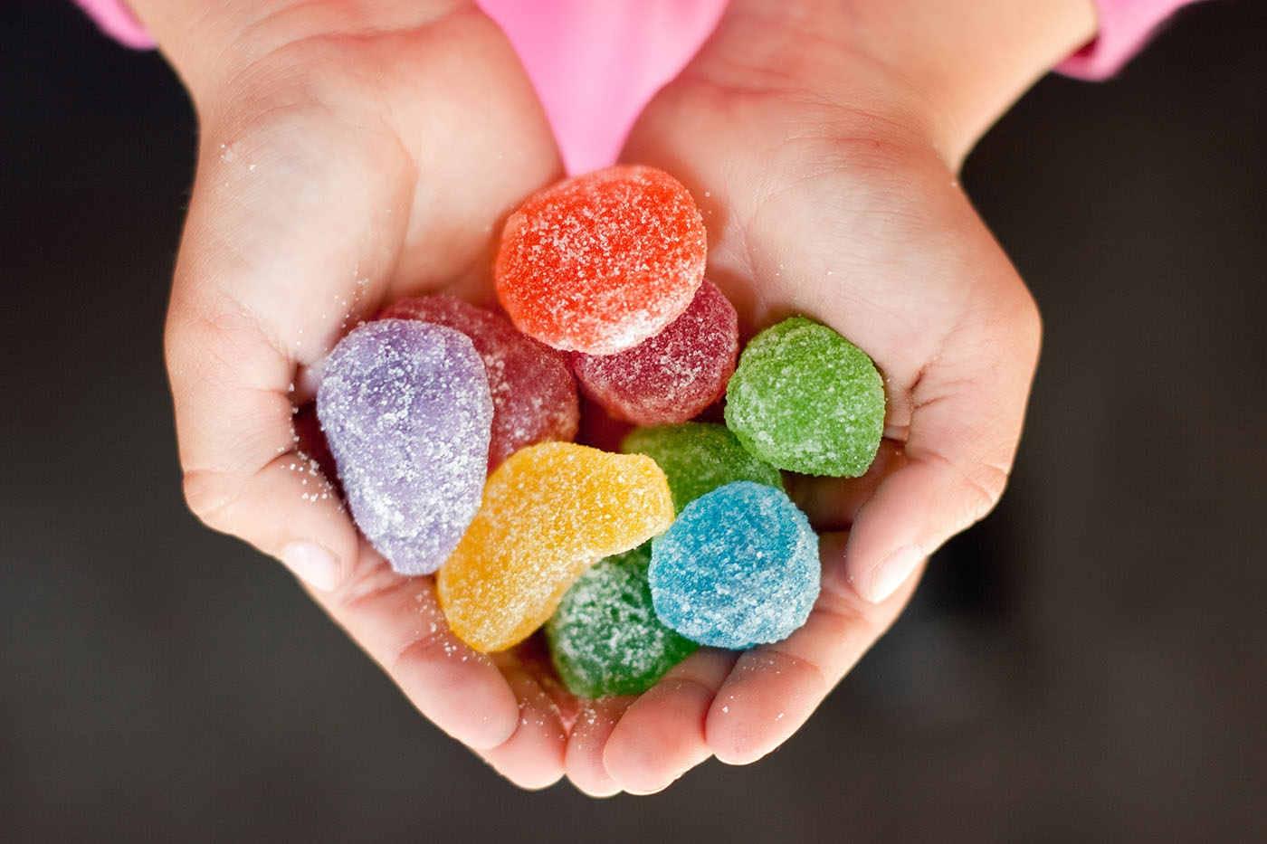 Consumul de zahăr în copilărie poate afecta dezvoltarea creierului [studiu]
