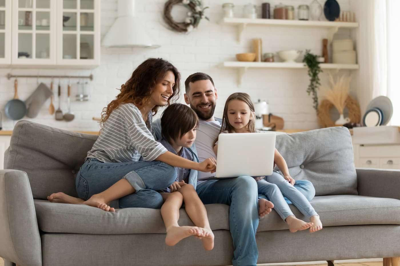Cheia fericirii: prietenii sau familia? [studiu]