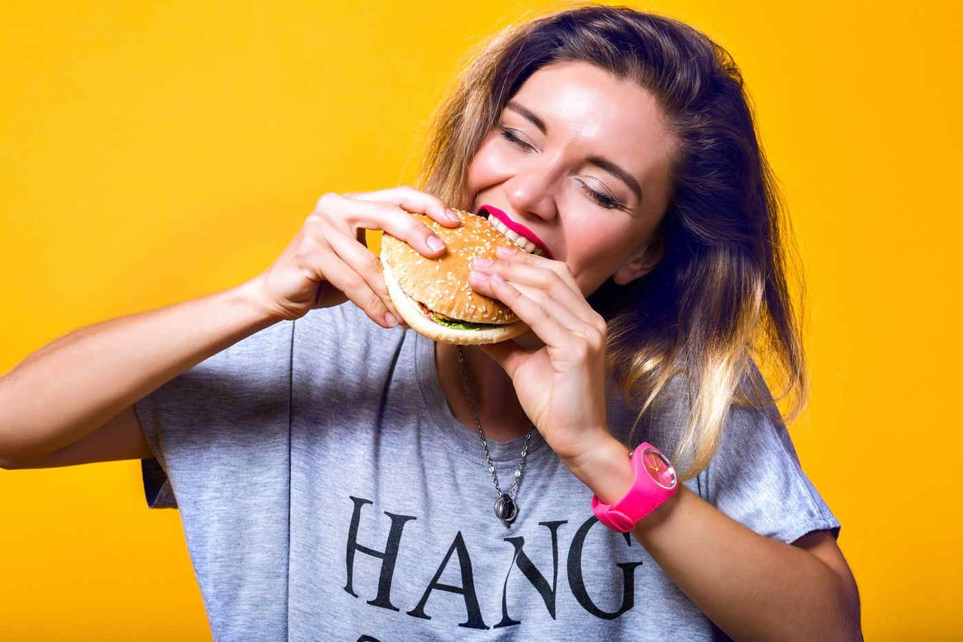 Mâncarea nesănătoasă, sinonimă cu problemele de somn la adolescenți [studiu]