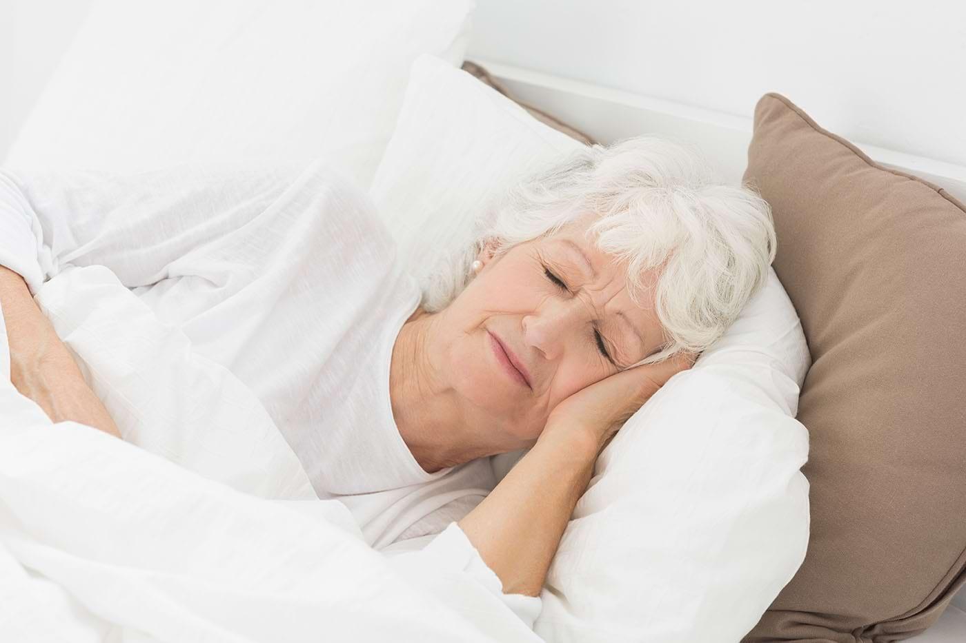Somnul de după-amiază poate susține funcția cognitivă la vârstnici [studiu]