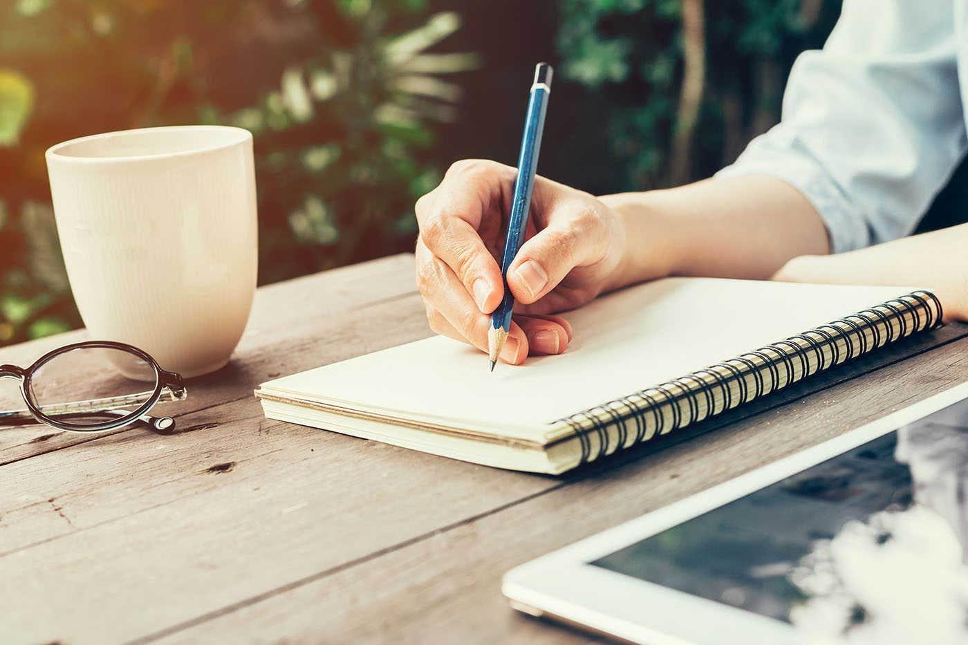 Stresul poate fi combătut dacă îți scrii de mână grijile