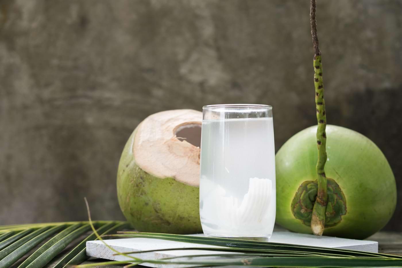 7 beneficii dovedite ale apei de cocos