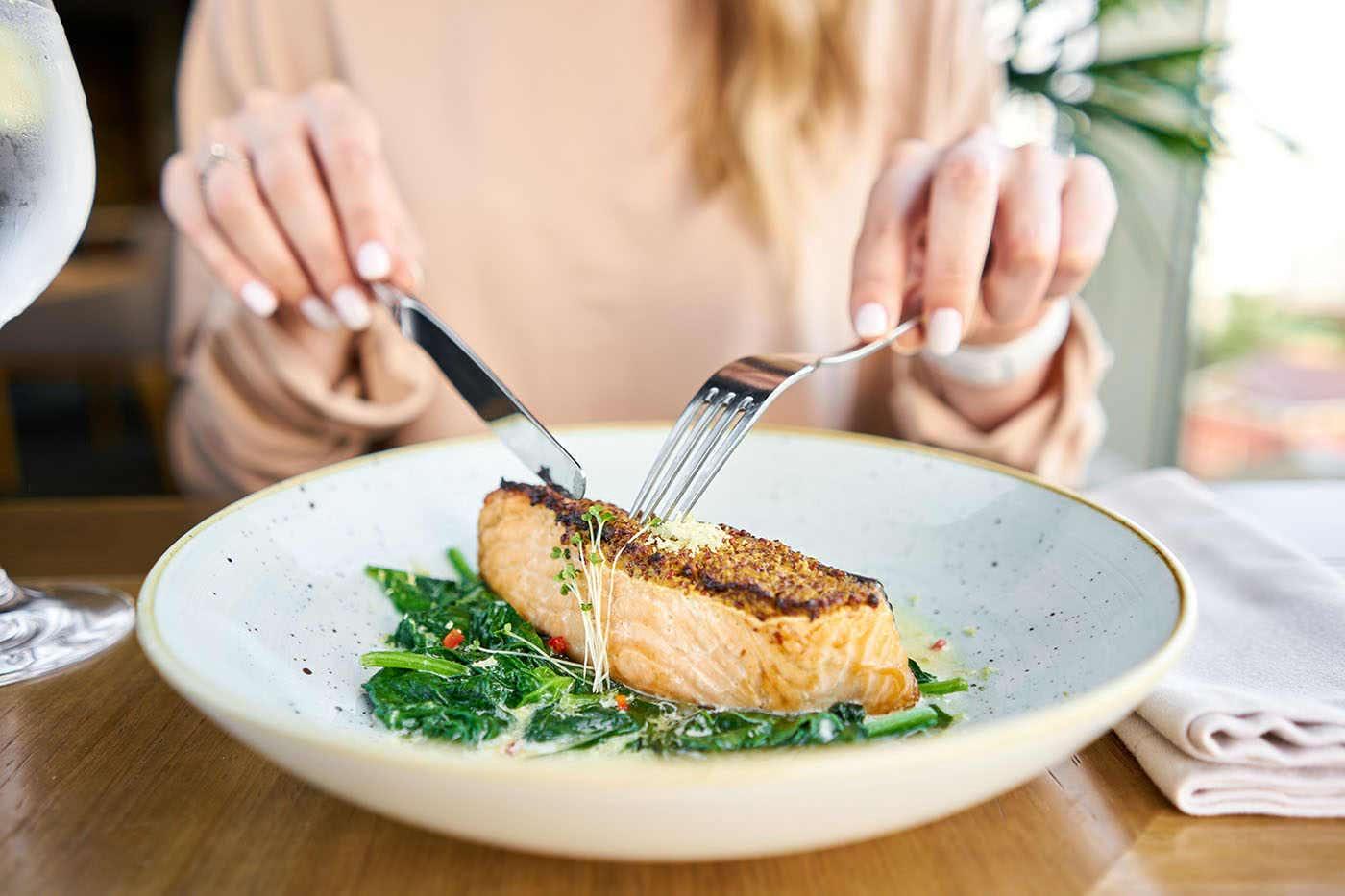 Consumul de pește gras poate reduce episoadele de migrenă