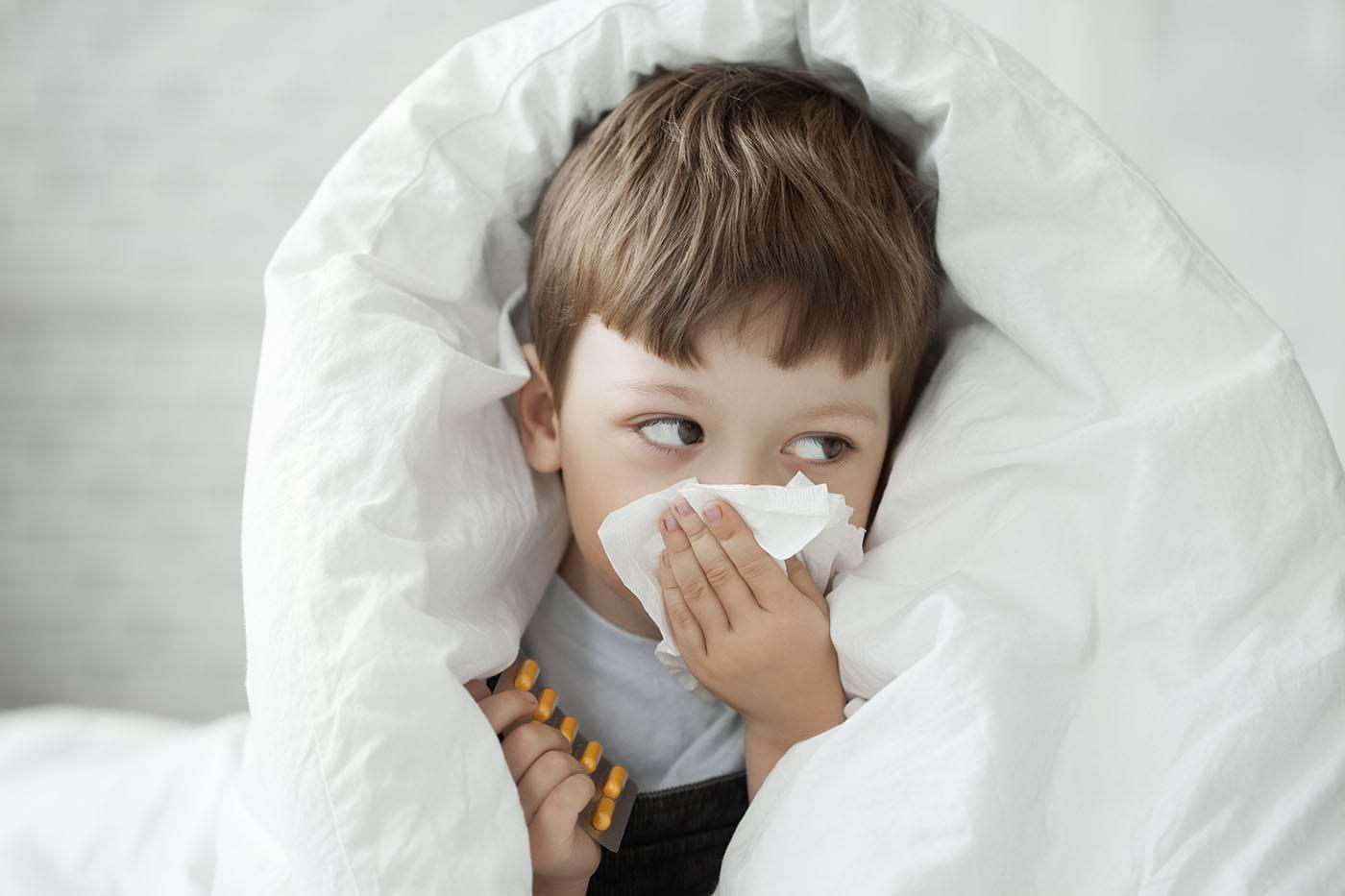 Copiii cu alergii au un risc mai mare de COVID-19 lung, arată studiile pediatrice