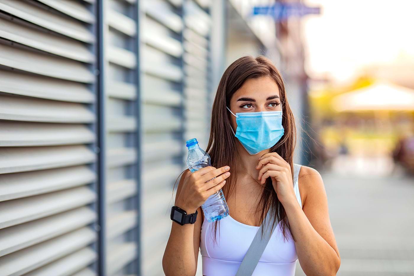 Masca de protecție, eficiență mare împotriva transmiterii SARS-CoV-2 (studiu)