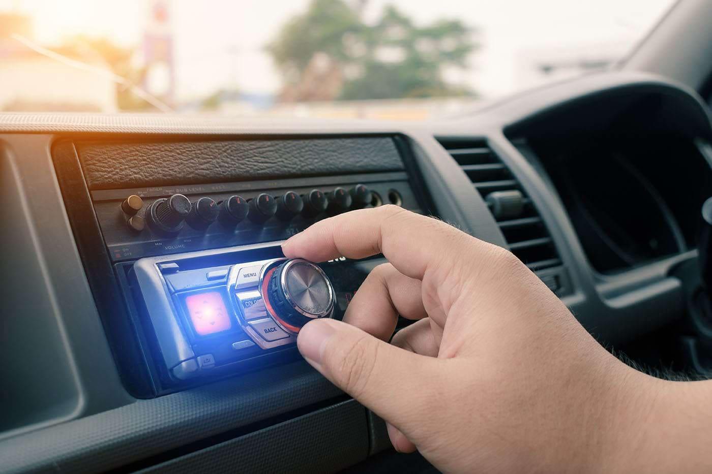 De ce e bine să asculți muzică de relaxare când conduci?