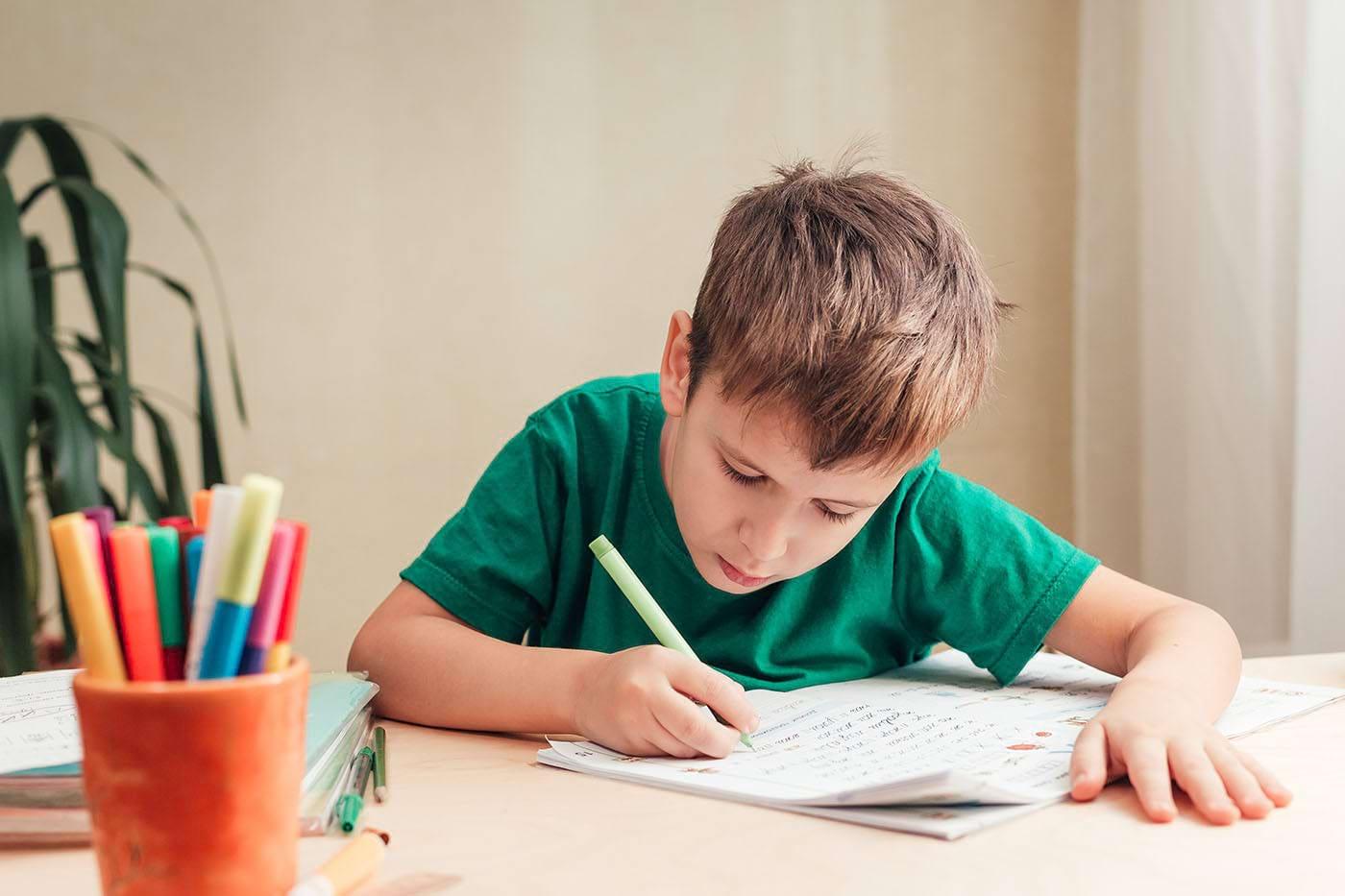 Scrisul de mână îi ajută pe copii să învețe mai repede să citească (studiu)