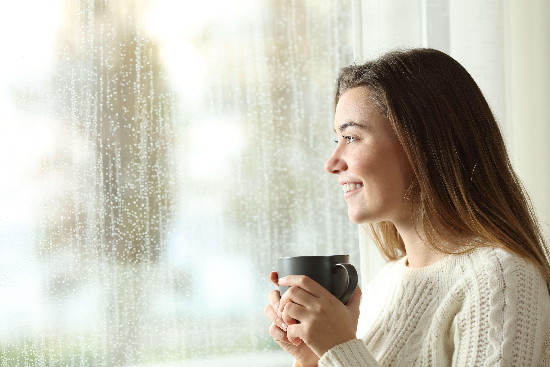 Activități relaxante și ieftine pentru zilele ploioase