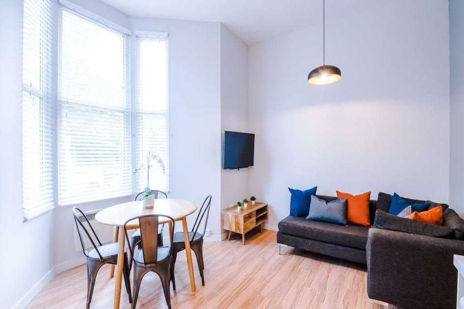 SHF2 - Living Area