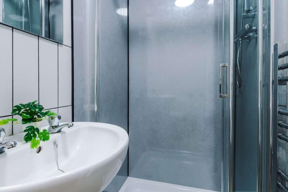 SHF9 - Bathroom