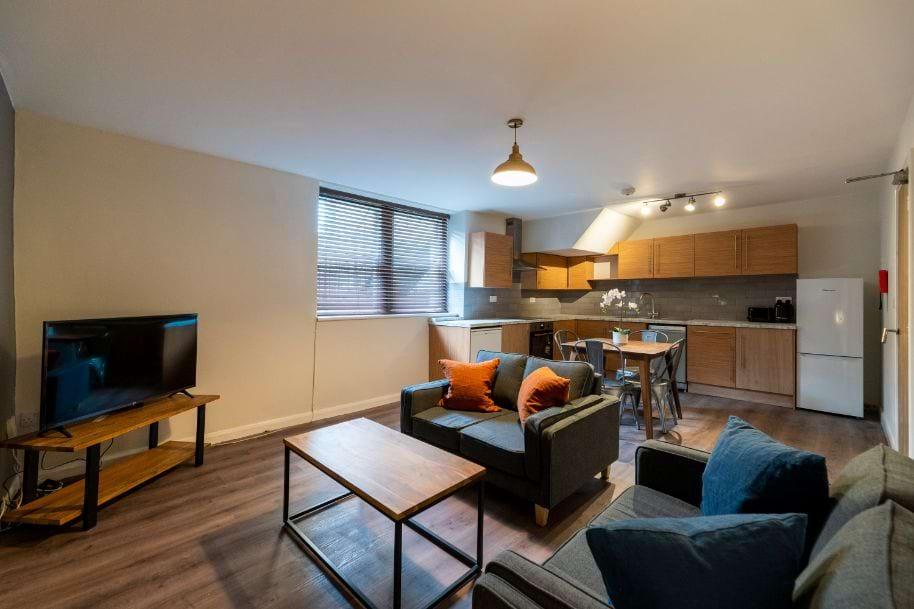 KHF1 - Living Area / Kitchen