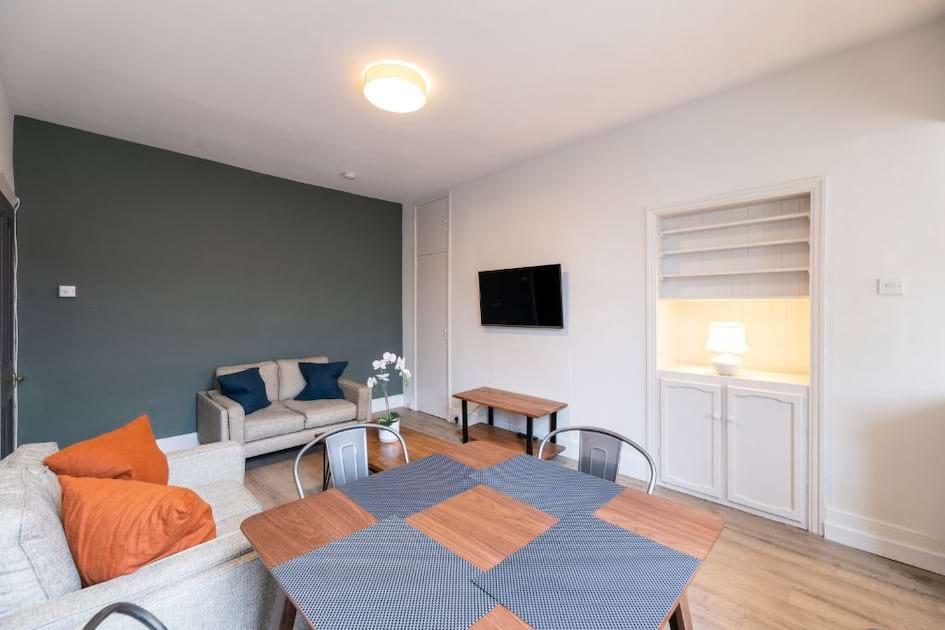 90MS - Living Area