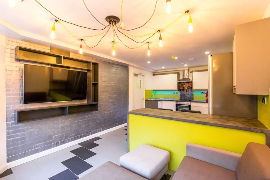 JVBF5 Living Area / Kitchen