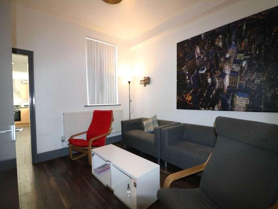 Gilroy lounge